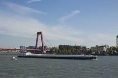 Φορτηγίδα στον ποταμό Μάας Στοκ εικόνα με δικαίωμα ελεύθερης χρήσης