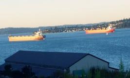 Φορτηγίδες στο νερό Στοκ Εικόνες