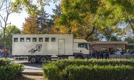 Φορτηγό διέλευσης αλόγων αγώνων στοκ εικόνες με δικαίωμα ελεύθερης χρήσης