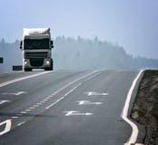 φορτηγό θαμπάδων διαδρομών χειμερινών δρόμων στοκ φωτογραφίες με δικαίωμα ελεύθερης χρήσης