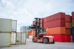 Φορτηγό και εμπορευματοκιβώτια Στοκ Εικόνες