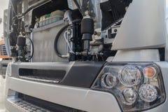 Φορτηγό με ένα ανοικτό διαμέρισμα μηχανών Στοκ Εικόνες