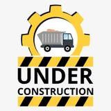 Φορτηγό με την άμμο κάτω από το σημάδι κατασκευής Στοκ φωτογραφία με δικαίωμα ελεύθερης χρήσης