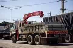 Φορτηγό με το γερανό Phiboon Concrete Company στοκ εικόνες