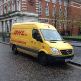Φορτηγό παράδοσης DHL Στοκ Εικόνα