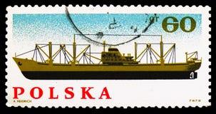 Φορτηγό πλοίο, εθνικοποίηση της πολωνικής βιομηχανίας, 20η επέτειος serie, circa 1966 στοκ εικόνες