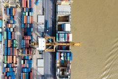 Φορτηγό πλοίο εμπορευματοκιβωτίων, εισαγωγή-εξαγωγή, επιχειρησιακός λογιστικός ανεφοδιασμός CH στοκ εικόνες