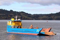 Φορτηγό πλοίο σε Castro Χιλή στοκ φωτογραφία