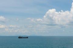 Φορτηγό πλοίο στη θάλασσα Στοκ Εικόνες