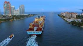 Φορτηγό πλοίο στο εναέριο μήκος σε πόδηα του Μαϊάμι