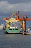 Φορτηγό πλοίο στο λιμένα Στοκ φωτογραφίες με δικαίωμα ελεύθερης χρήσης