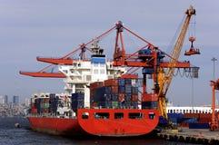 Φορτηγό πλοίο στο λιμένα Στοκ Εικόνες