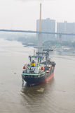 Φορτηγό πλοίο στο λιμένα στοκ εικόνα