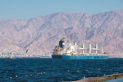 Φορτηγό πλοίο στο Κόλπο Eilat στοκ φωτογραφία με δικαίωμα ελεύθερης χρήσης