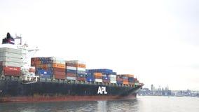 Φορτηγό πλοίο APL ΦΛΏΡΙΔΑ που αναχωρεί ο λιμένας του Όουκλαντ Στοκ Φωτογραφία