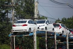Φορτηγό ρυμουλκών μεταφορέων ομάδας διοικητικών μεριμνών ANI για το αυτοκίνητο της Honda Στοκ Φωτογραφίες