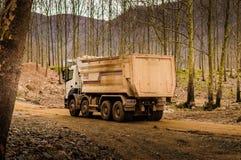 Φορτηγό στο εργοτάξιο οικοδομής Στοκ Φωτογραφίες