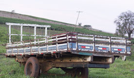 Φορτηγό σώματος στο αγρόκτημα στοκ φωτογραφία με δικαίωμα ελεύθερης χρήσης