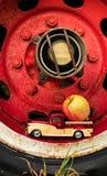 Φορτηγό της Apple ροδών φορτηγών Στοκ Φωτογραφίες