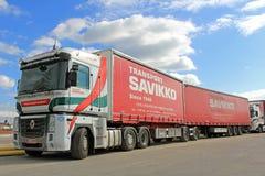 Φορτηγό φιαλών δύο λίτρων της Renault Στοκ Εικόνες