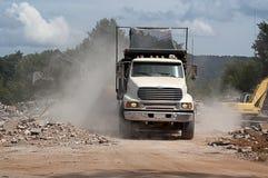 Φορτωμένη περιοχή κατεδάφισης άδειας truck απορρίψεων Στοκ φωτογραφίες με δικαίωμα ελεύθερης χρήσης