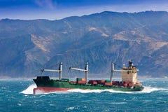 φορτωμένο σκάφος θάλασσας εμπορευματοκιβωτίων φορτίο θυελλώδες Στοκ εικόνα με δικαίωμα ελεύθερης χρήσης