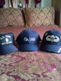 Φορώ 3 καπέλα Στοκ Φωτογραφία