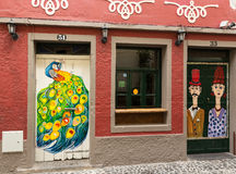 Φουνκάλ, Μαδέρα, Πορτογαλία - η τέχνη της ανοιχτής πόρτας στην οδό της Σάντα Μαρία Στοκ φωτογραφία με δικαίωμα ελεύθερης χρήσης