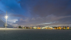 Φουτουριστική άποψη της Αθήνας ενάντια σε έναν δραματικό ουρανό Στοκ εικόνες με δικαίωμα ελεύθερης χρήσης