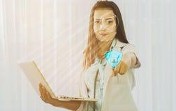Φουτουριστική ασφάλεια cyber με την του προσώπου αναγνώριση του γιατρού στο α στοκ εικόνα