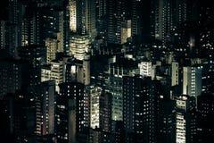 Φουτουριστική εικονική παράσταση πόλης νύχτας με τους ουρανοξύστες Χογκ Κογκ Στοκ Φωτογραφία