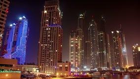 Φουτουριστική μαρίνα του Ντουμπάι νύχτας, Ηνωμένα Αραβικά Εμιράτα απόθεμα βίντεο