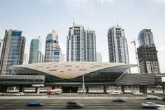 Φουτουριστικός σταθμός μετρό στο Ντουμπάι, Ηνωμένα Αραβικά Εμιράτα Στοκ Εικόνα