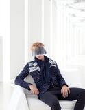 φουτουριστικό αρσενικό πρότυπο σύγχρονο sci FI γείσο Στοκ εικόνες με δικαίωμα ελεύθερης χρήσης