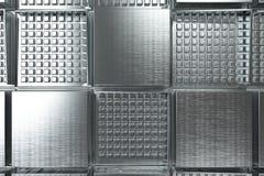 Φουτουριστικό βιομηχανικό υπόβαθρο που γίνεται από τις βουρτσισμένες τετραγωνικές μορφές μετάλλων Στοκ φωτογραφία με δικαίωμα ελεύθερης χρήσης