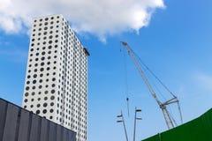 Φουτουριστικό κτήριο κάτω από την οικοδόμηση Στοκ Φωτογραφίες
