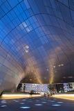 Φουτουριστικό σχέδιο Plaza Dongdaemun στη Σεούλ τη νύχτα Στοκ φωτογραφία με δικαίωμα ελεύθερης χρήσης