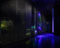 Φουτουριστικό σύγχρονο δωμάτιο κεντρικών υπολογιστών στο κέντρο δεδομένων Στοκ Εικόνες