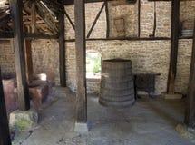 Φούρνος και παλαιό βαρέλι στο μοναστήρι Dryanovo οινοπνευματοποιιών Στοκ εικόνες με δικαίωμα ελεύθερης χρήσης