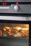 φούρνος κουλουριών ψησίματος στοκ εικόνα με δικαίωμα ελεύθερης χρήσης