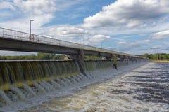 Φράγμα ορμητικά σημείων ποταμού Coon το καλοκαίρι Στοκ φωτογραφίες με δικαίωμα ελεύθερης χρήσης