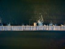 Φράγμα παρεκτροπής ποταμών με το foothbridge Στοκ εικόνα με δικαίωμα ελεύθερης χρήσης