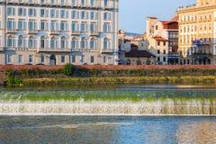 Φράγμα στον ποταμό Arno στη Φλωρεντία, Ιταλία Στοκ Φωτογραφία