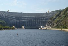 Φράγμα του υδρο σταθμού παραγωγής ηλεκτρικού ρεύματος sayano-Shushenskaya Ρωσία στοκ φωτογραφία με δικαίωμα ελεύθερης χρήσης