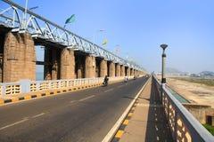 Φράγμα Prakasam πέρα από τον ποταμό Krishna στην Ινδία στοκ φωτογραφία
