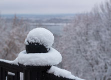 Φράζοντας λοβός σχεδίων Metallis με το χιόνι Στοκ φωτογραφία με δικαίωμα ελεύθερης χρήσης