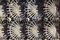Φράκτης μετάλλων που σχεδιάζεται από το Anton Gaudi στο πάρκο Guell στη Βαρκελώνη, Στοκ Εικόνες