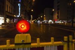 Φράκτης με την κόκκινη ελαφριά προειδοποίηση προειδοποίησης της κατασκευής Στοκ Φωτογραφία