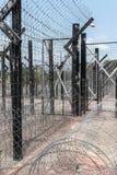 Φράκτης/σύνορα Barbwire Στοκ Φωτογραφία