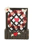 Φράκτης του συμβόλου λουλουδιών και καρδιών που απομονώνεται στο άσπρο υπόβαθρο Στοκ εικόνες με δικαίωμα ελεύθερης χρήσης